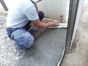 階段のまわりは土間コンを打ちます。